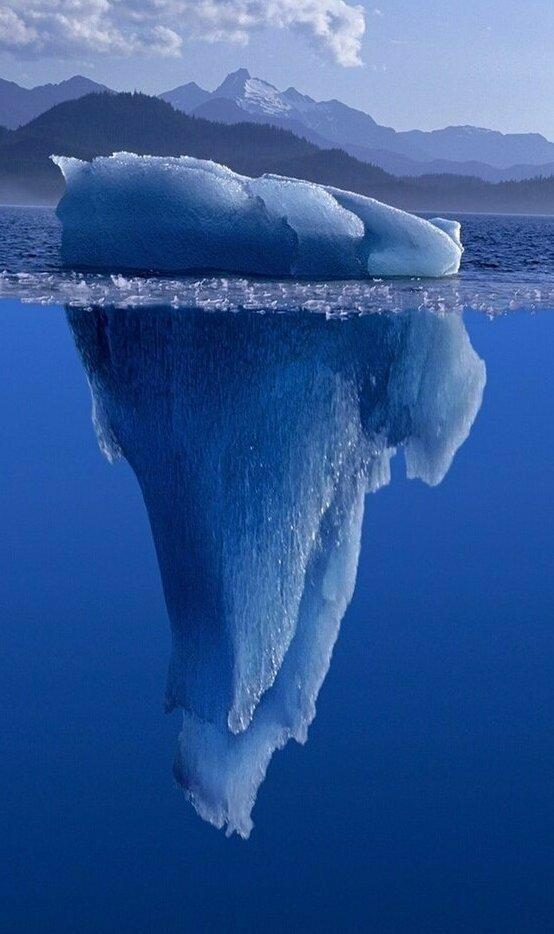 Так называемые «черные» айсберги – это айсберги, недавно перевернувшиеся в воде, – имеют темный цвет и почти неразличимы. Считают, что «Титаник» столкнулся именно с таким айсбергом айсберг, интересное, лед, под водой, природа