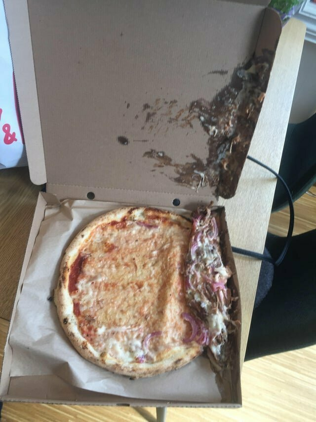 """Мою пиццу привез курьер на велосипеде"" не повезло, неудача, неудачи, неудачники, прикол, провал, фото"