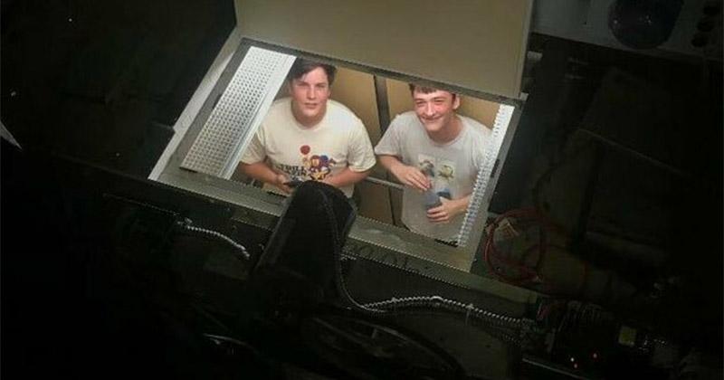 """""""Мы с другом застряли в лифте, и вместо веселого времяпровождения несколько часов ждали, пока нас вытащат"""" не повезло, неудача, неудачи, неудачники, прикол, провал, фото"""