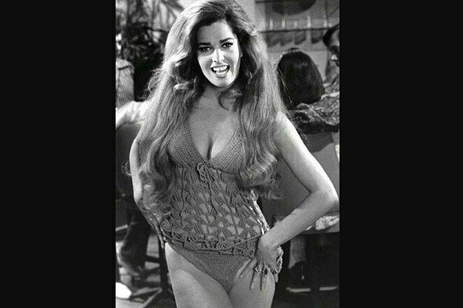 """Еще одна """"куколка"""" из 70-х: Эди Уильямс в фильме Расса Мейера """"Изнанка долины кукол"""", 1970 г. 20 век, звезды, знаменитости, знаменитости в молодости, известные, известные люди, известные люди в молодости, старые фотографии"""