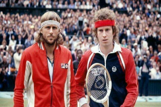 """Великие теннисисты: Бьорн Борг и Джон Макинрой на финале """"Уимблдона"""" в 1980 году. Один из величайших матчей в истории. Победа тогда досталась легендарному шведу 20 век, звезды, знаменитости, знаменитости в молодости, известные, известные люди, известные люди в молодости, старые фотографии"""