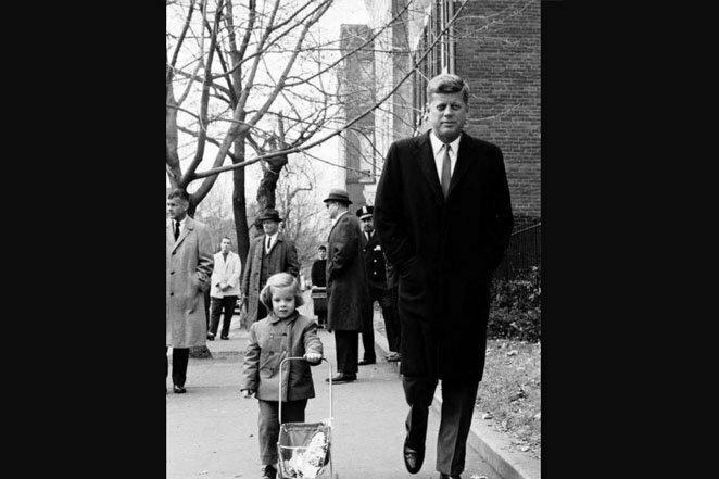 Отец и дочь: снимок сделан через две недели после того, как Кеннеди одержал победу над Никсоном в гонке за президентство в 1960 году 20 век, звезды, знаменитости, знаменитости в молодости, известные, известные люди, известные люди в молодости, старые фотографии