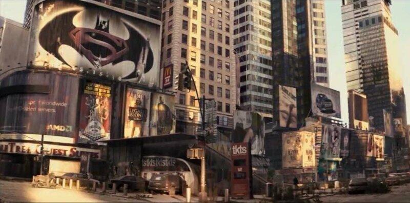 В фильме «Я – легенда» среди афиш пустого Нью-Йорка, заселенного дикими животными, есть логотип фильма «Бэтмен против Супермена», который выйдет лишь спустя 9 лет забавно, интересное, кино, киноляпы, пасхалки, факт