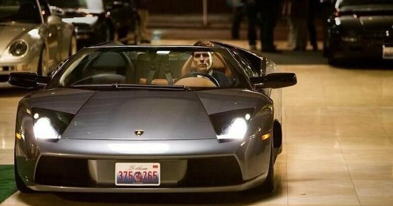 В фильме «Темный рыцарь» Брюс Уэйн, он же Бэтмен, в повседневной жизни ездит на Lamborghini Murcielago. Murcielago – испанское слово, обозначающее «летучая мышь». забавно, интересное, кино, киноляпы, пасхалки, факт