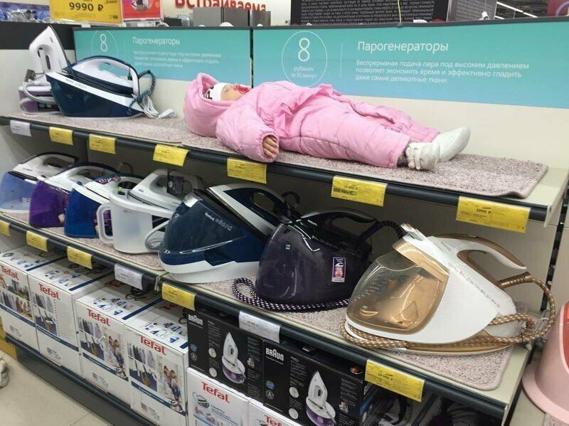 Сон может застать в любой момент в магазине, на витрине, прикол, смешно, супермаркет, фото