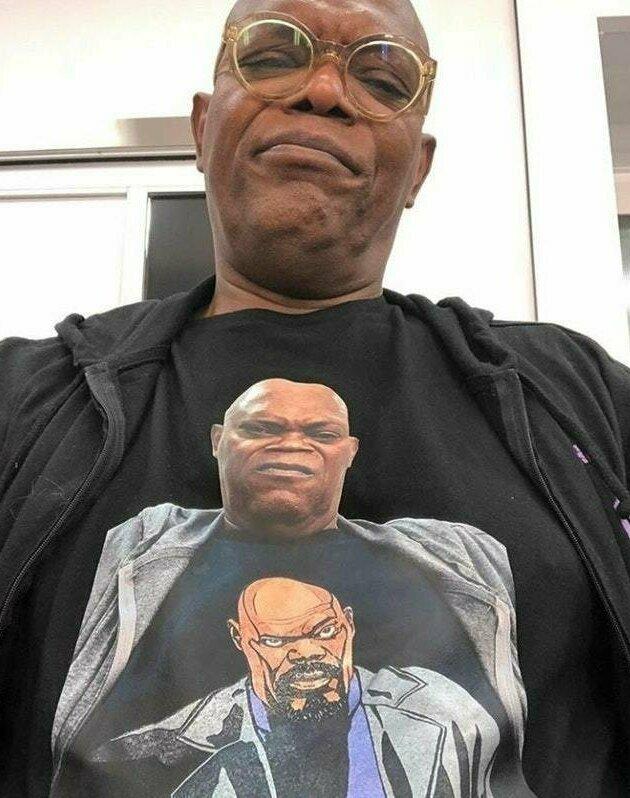 Сэмюэл Л. Джексон в футболке с самим собой, надевшим футболку с самим собой подборка, прикол, рекурсия, фрактал, фракталы, юмор