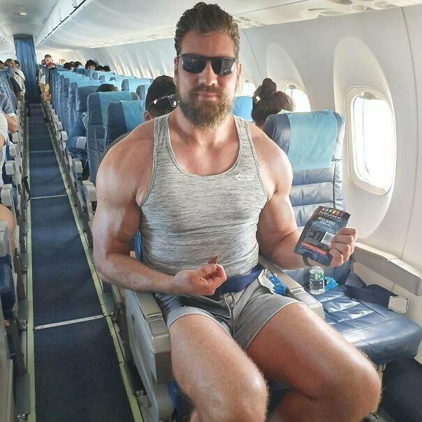 Заполучить сиденье в самолете с местом для ног - редкость