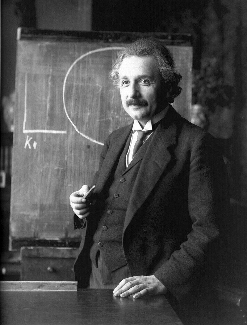«Есть только две бесконечные вещи: Вселенная и глупость»