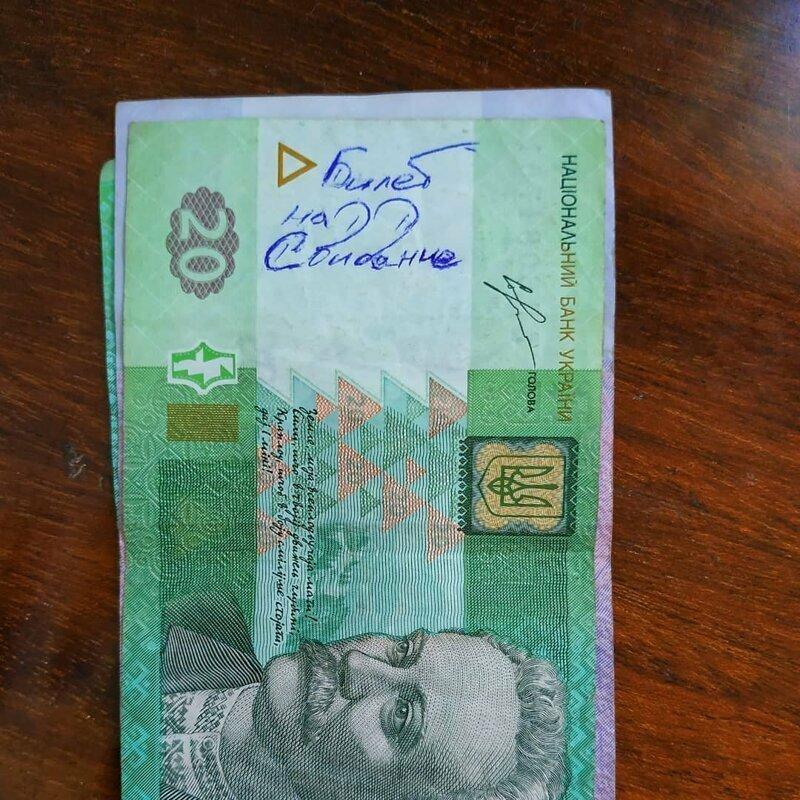 Купюры для некоторых - своеобразный чат с незнакомцами деньги, надпись на купюре, послание на деньгах, прикол, смешно