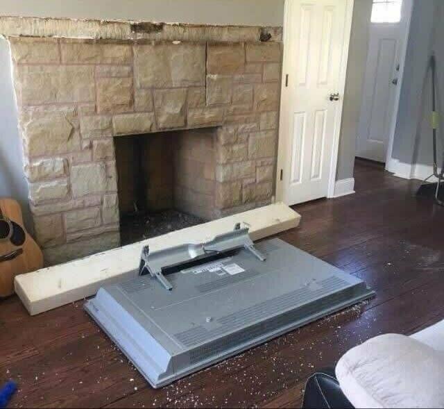 Теперь он, наконец, поверит, что каминная полка не выдержит тяжелый телевизор