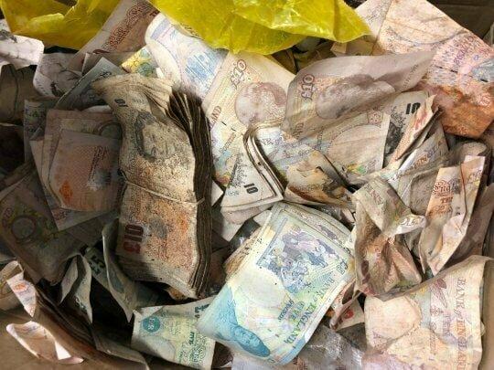Все обнаруженные средства было решено направить на благотворительность в мире, деньги, металлолом, находка, сейф, чудо