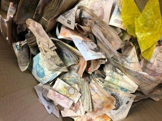 Владелец сейфа так и не был найден, поэтому пункт приёма распорядился деньгами по-своему в мире, деньги, металлолом, находка, сейф, чудо