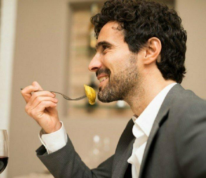 Первый в мире ресторан самообслуживания был открыт в Нью-Йорке. Посещать его разрешалось только мужчинам. Клиенты ели стоя интересно, факты, фото