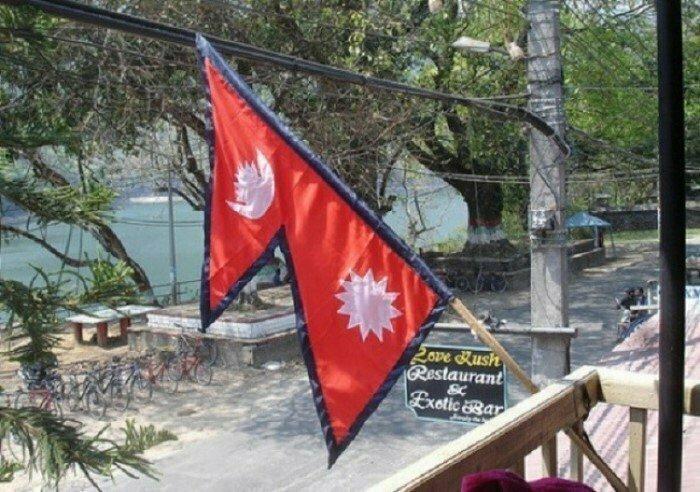 Непал — единственная в мире страна, у которой флаг имеет не прямоугольную или квадратную форму интересно, факты, фото