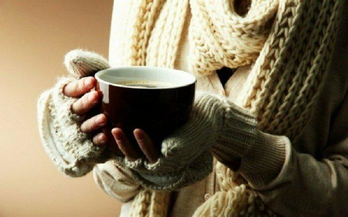 Когда кто-то держит чашку с горячим напитком — он выглядит дружелюбным и открытым. Этот прием часто используют в рекламе интересно, факты, фото