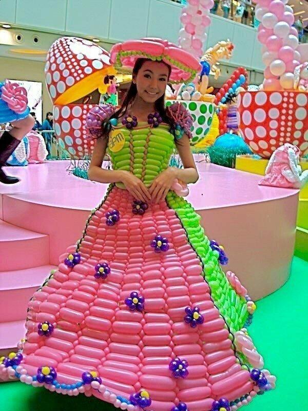 Она явно сбежала с фабрики мороженого воздушные шарики, карнавал, костюмы, крутость, смелость, смешно