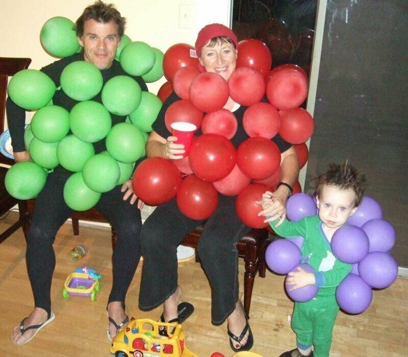 Семью сразу видно воздушные шарики, карнавал, костюмы, крутость, смелость, смешно