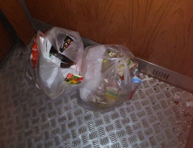 Вынес мусор не стыдно, офигели, прикол, стыд потеряли, фото, юмор