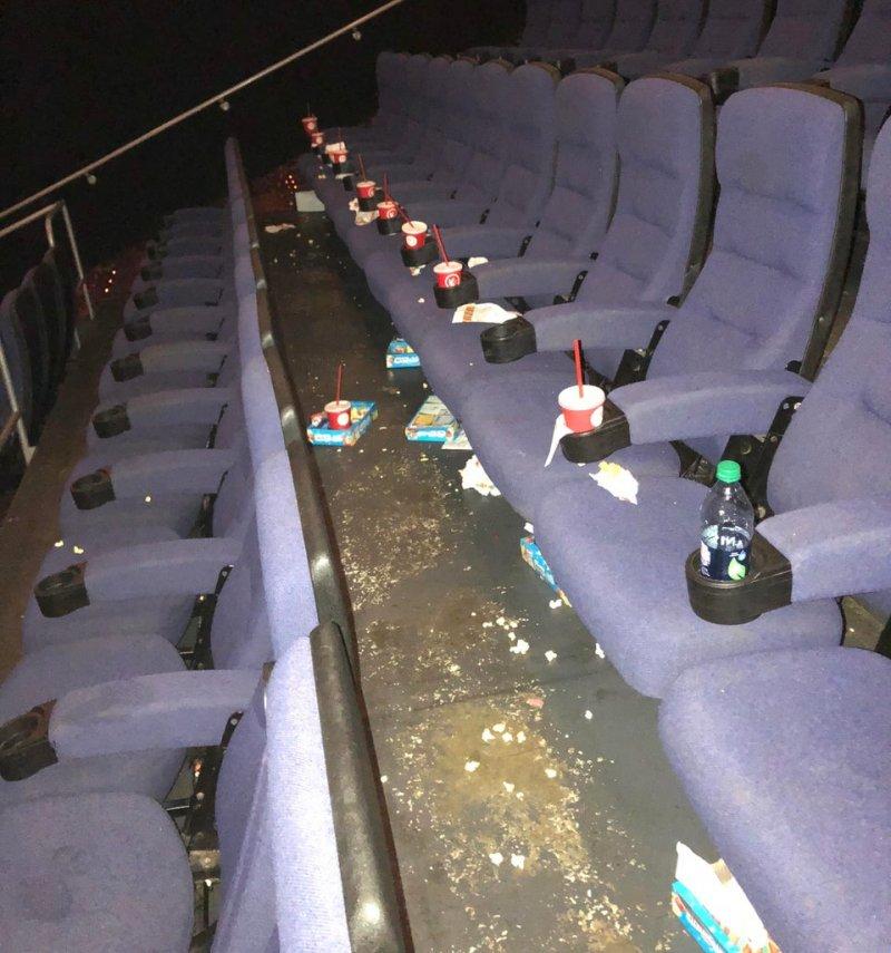 Это кинозал... не стыдно, офигели, прикол, стыд потеряли, фото, юмор