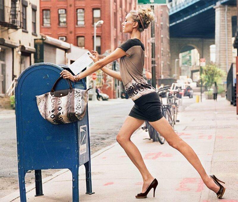 А в какой еще позе кидать письмо в ящик? забавно, модели, не надо так, подборка, позирование, позы для фото, фото, юмор