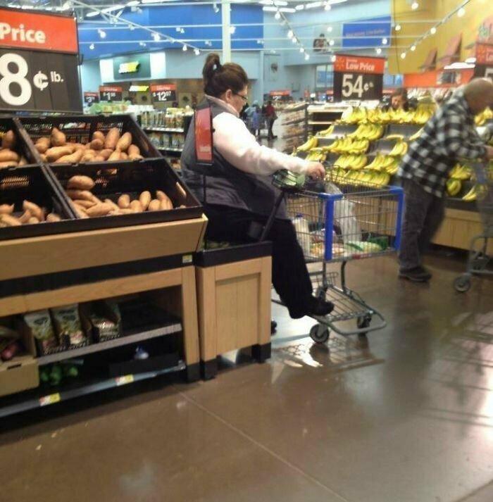 """Леди"" присела на яблоки в супермаркете"