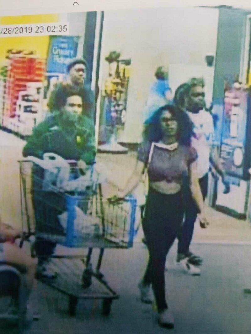 Доприкалывалась: лизнувшей магазинную мороженку девушке грозит немалый тюремный срок