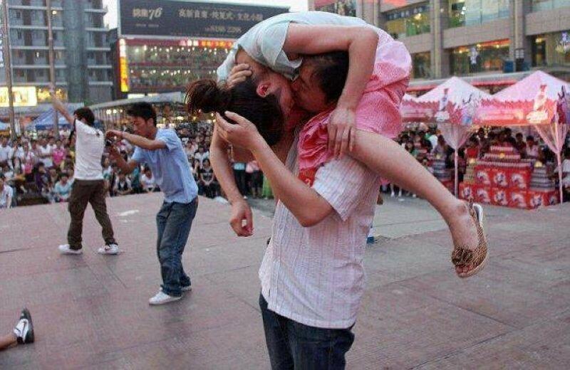 Посвящается всем тем, кто пропустил Всемирный день поцелуя 6 июля, забавное, подборка, поцелуи, поцелуй, прикол