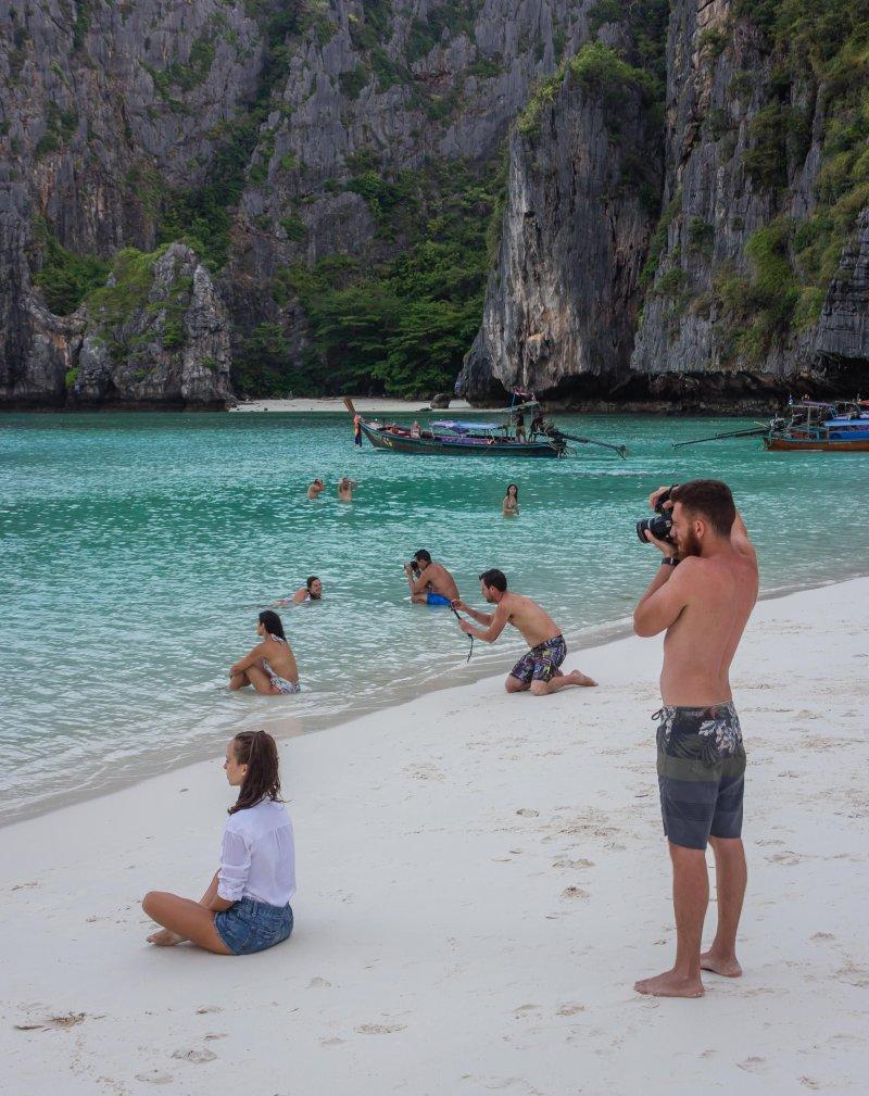 Купаться на море? девушки, отношения, парни, парни фотографируют девушек, прикол, фото, юмор