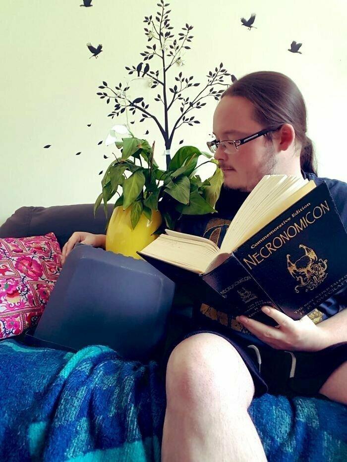 Забавный фотоотчет об уходе за комнатными растениями женщина, просьба, растение, сосед, уход, фотография, юмор