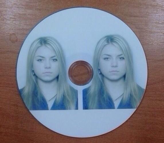 Принести две фотки на диске?