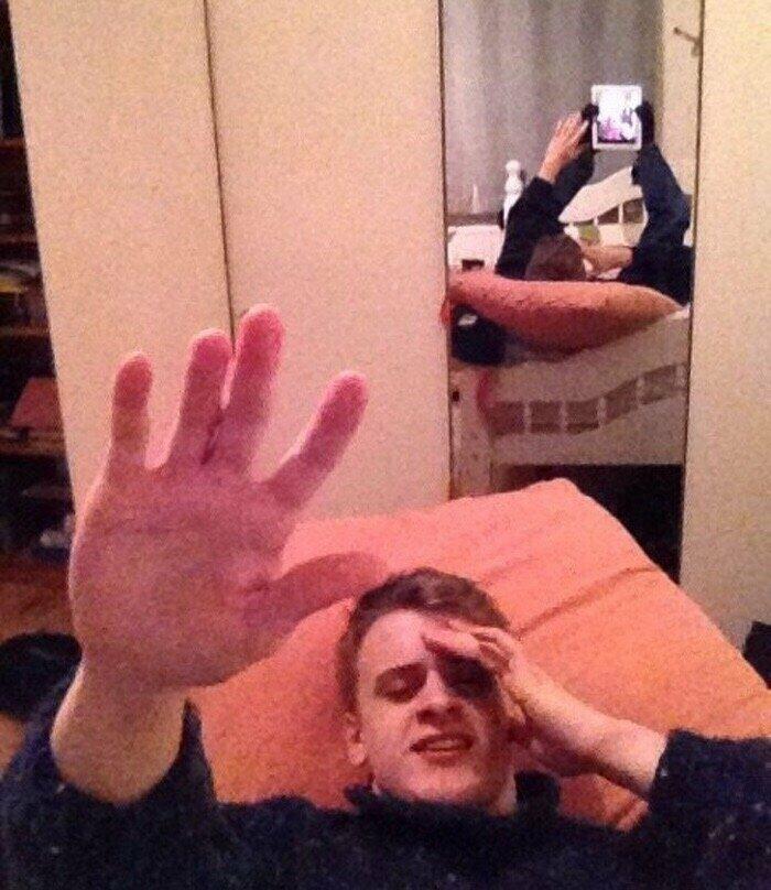 """Из серии """"Любимая сфотографировала, пока я спал"""" застукали, неудачное фото, прикол, селфи, спалились, фото, юмор"""