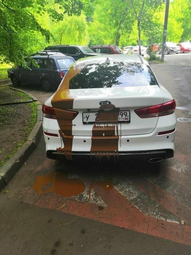 Хватит это терпеть, или как автохамов криво парковаться отучали