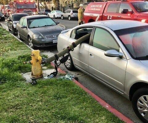 Гидрант: не ставьте машины возле них возмездие, кара, парковка, прикол, юмор