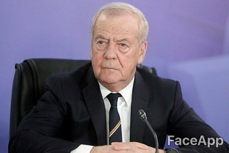 Дмитрий Медведев стал серьезным дедулей