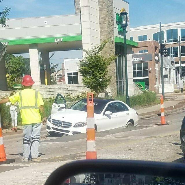 Когда не смотришь на знаки о ремонте дорог лузеры, неудачники, победитель по жизни, прикол, смешно, фейл, фото