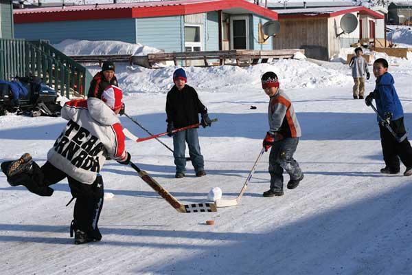 В хоккей играют с младенчества