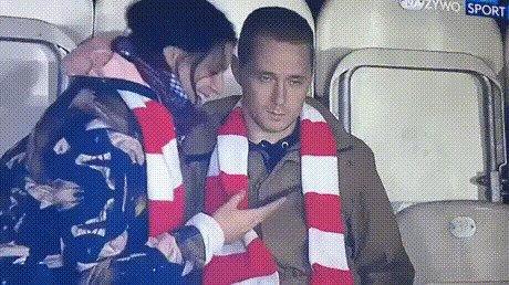 И никогда не берите на стадион свою девушку