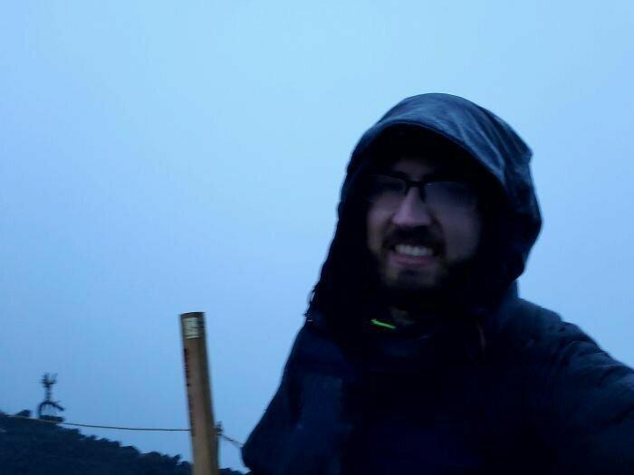 """""""Взобрался на гору Фудзи в 4.30 утра, чтобы увидеть рассвет. Но ничего не увидел из-за дождя и тумана"""""""