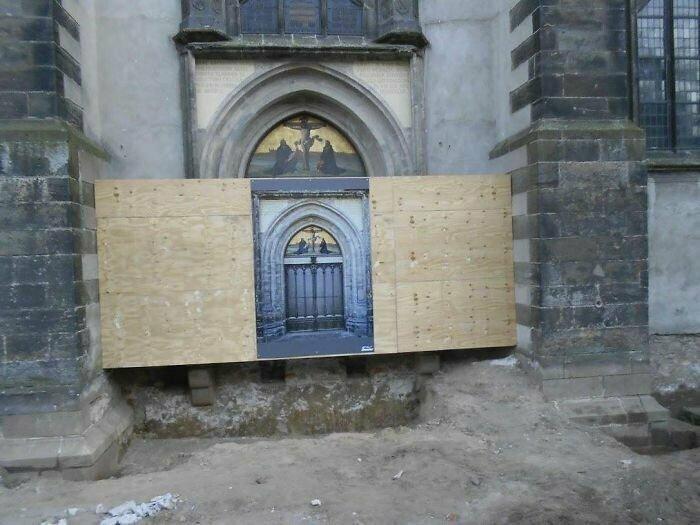 """""""В 2011 году я прилетел в немецкий Виттенберг, чтобы увидеть дверь, к которой Мартин Лютер прибил свои """"95 тезисов"""". Но она была на реставрации"""""""