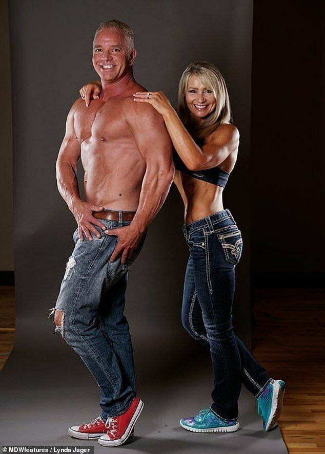 Как вы думаете, с таким мужем был ли у нее шанс оставаться в стороне от бодибилдинга?