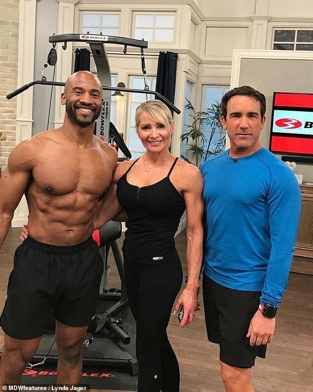 Линда с товарищами по спортзалу