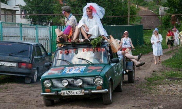 А если серьезно, то деревенская свадьба - это весело