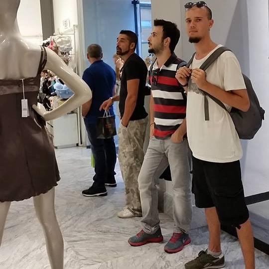 Только стоячие места мужчины, поход по магазинам, торговый центр, шоппинг, юмор