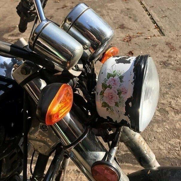 Любители мотоциклов не стоят в стороне автомобиль, маразмы, машина, перебор, прикол, смех, тюнинг, юмор