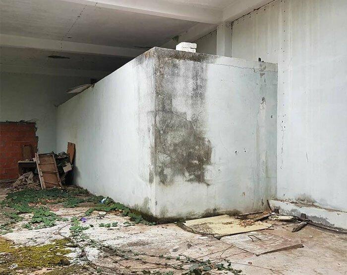 За несколько дней до публикации художник предложил подписчикам угадать, что же он собирается изобразить на бетонном блоке