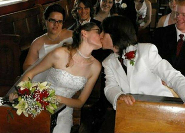 Кажется, подружка невесты знает что-то интересное и тайное