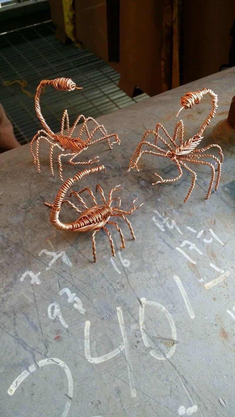 Скорпионы из проволоки