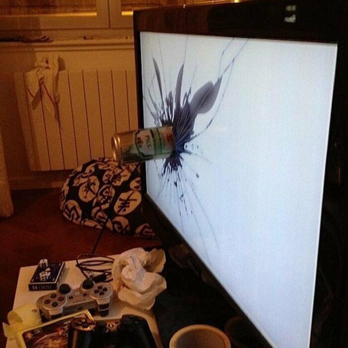 И уж точно его не стоит хранить в работающем телевизоре