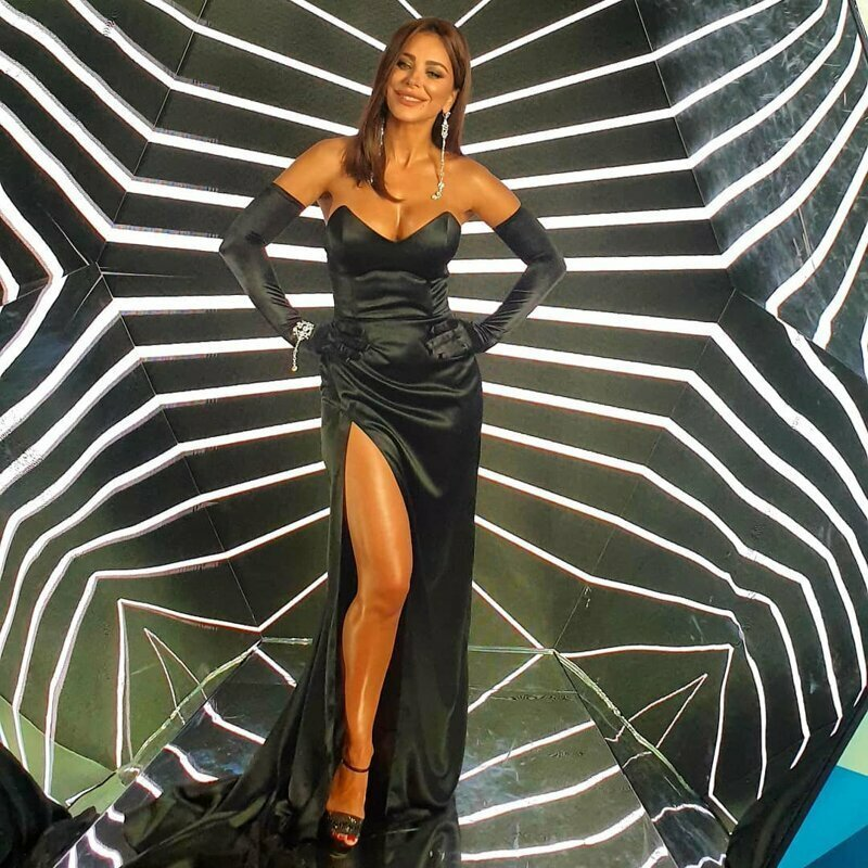 Ани Лорак и ее любовь к вульгарным нарядам