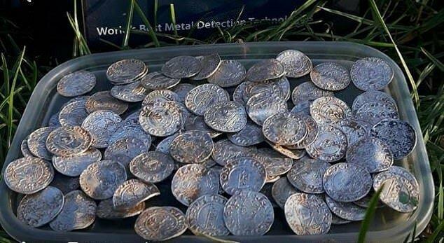 Монеты принадлежат к периоду правления короля Гарольда II Годвинсон, последнего англосаксонского короля Англии (1066 год)